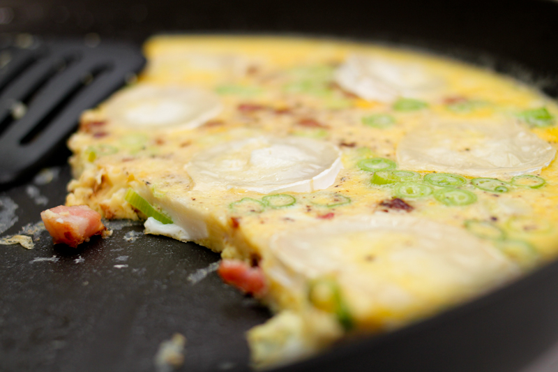 Omelette with goat cheese